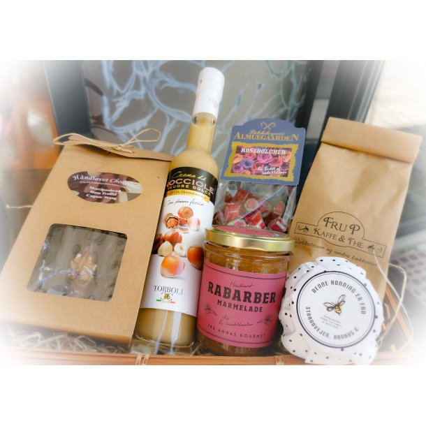 Gavekurv eller gavekasse med lækkerier fra Fru P. Kaffe & The
