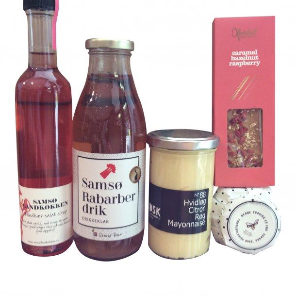 Gavepakke med danske specialiteter.